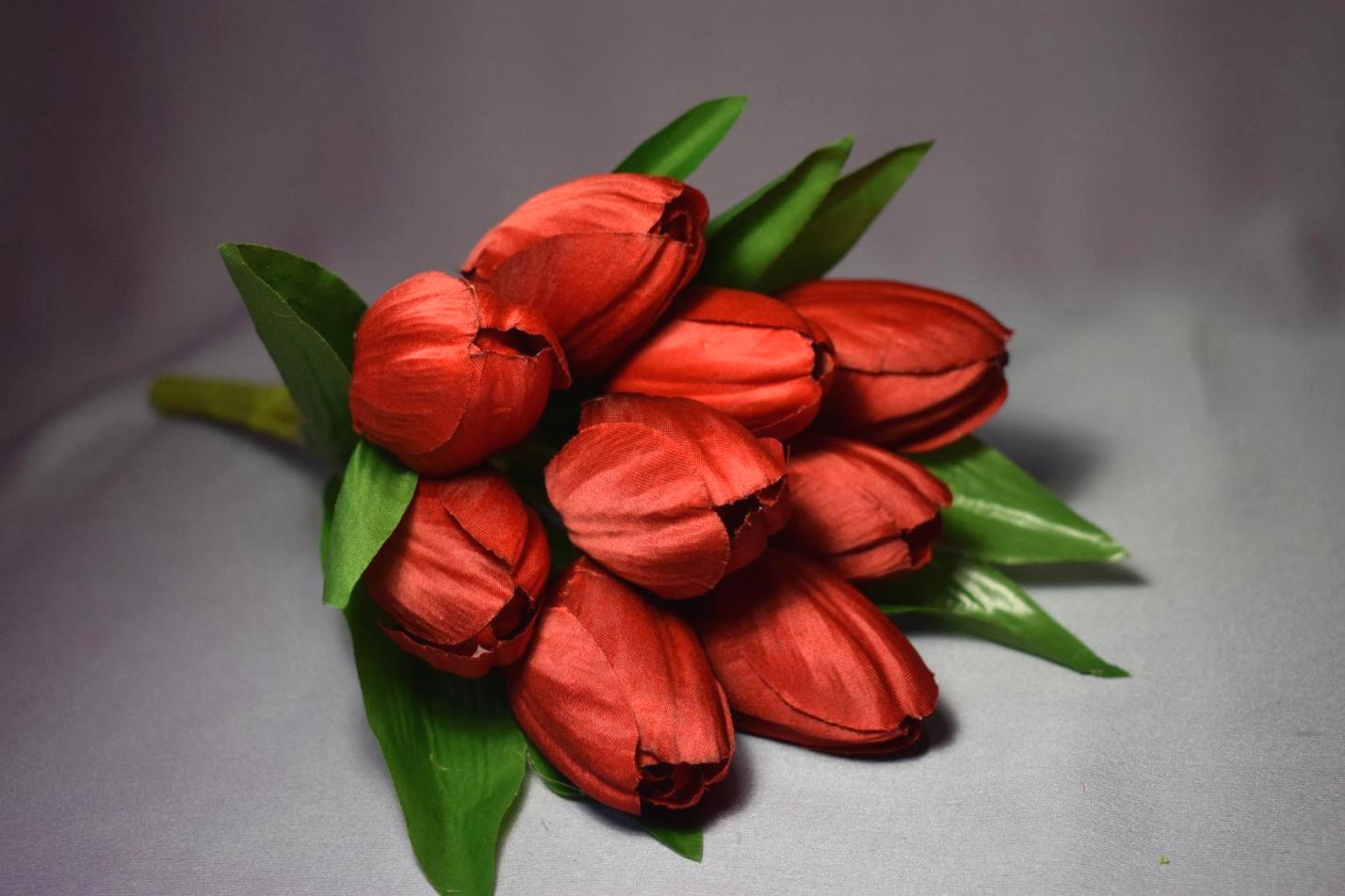 Доставка цветов, цена букета тюльпанов 250 рублей какую функцию денег иллюстрирует